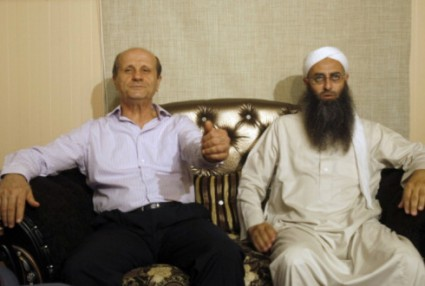 lebanese-salafist-sheikh-ahmad-al-assir-with-interior-minister-marwarn-charbel-salafists-want-to-establish-political-party