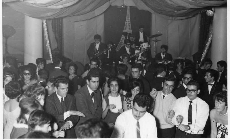 top-5-entertains-a-crowd-of-students-at-a-u-b-1963