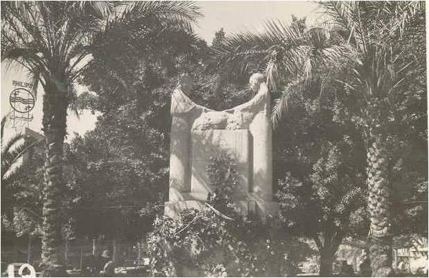 Place-des-Martyrs-1942