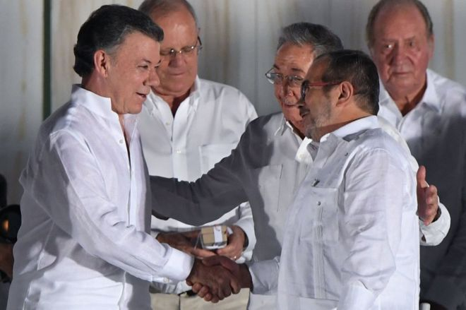 Mr Santos and the Farc leader known as Timochenko shook hands in a historic ceremony in Cartagena in September