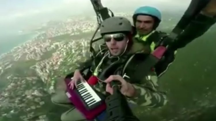 """Paragliding """"Band"""" Plays Lebanese National Anthem in the Sky"""