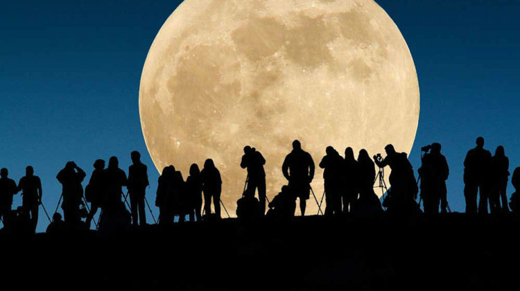 Tomorrow's Supermoon is The Largest and Brightest Since 1948