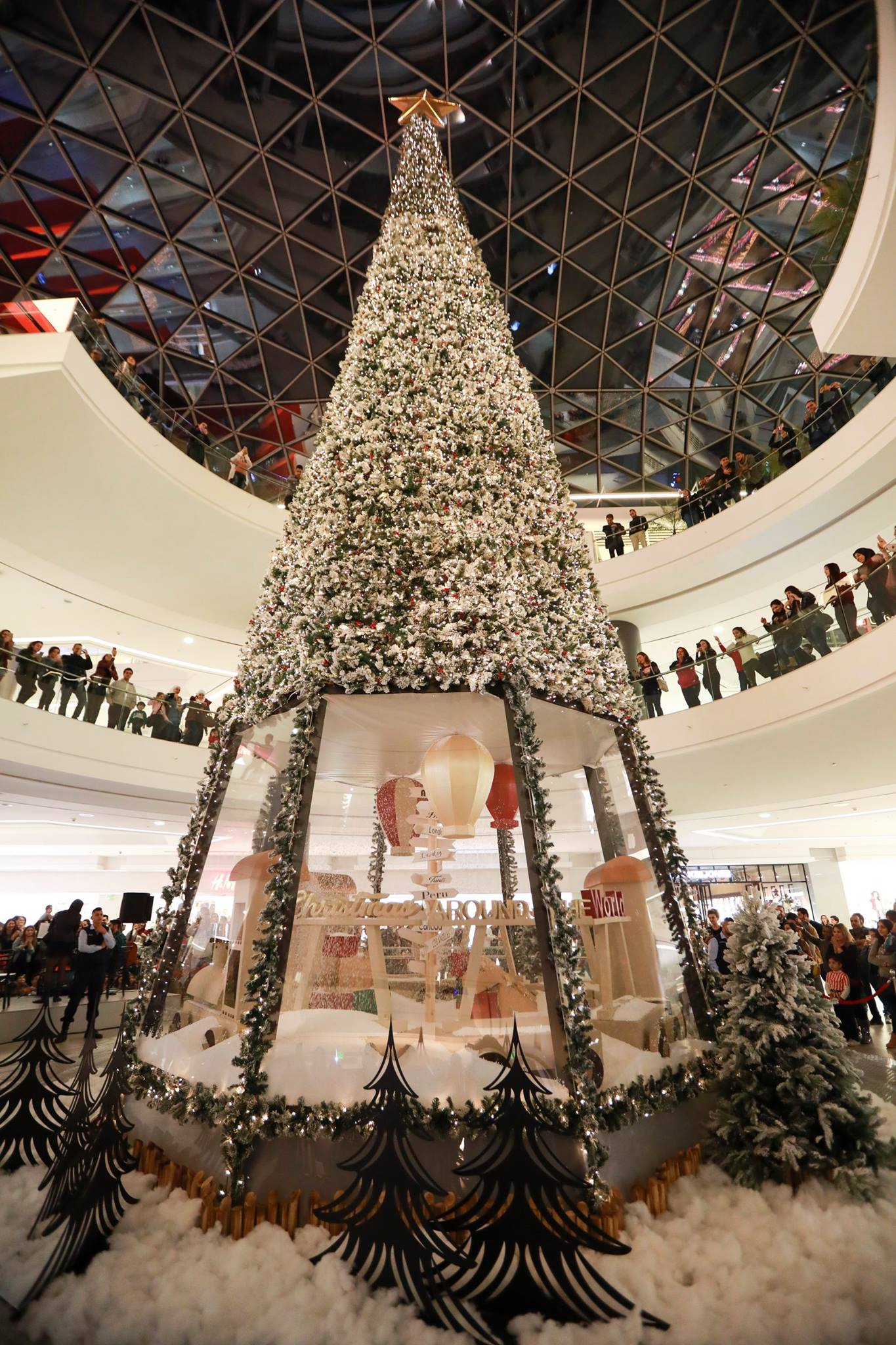 the spot mall christmas decoration