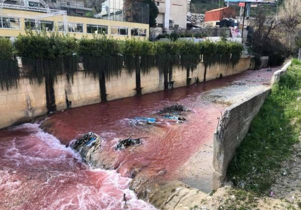 Berdawni River Turns Red