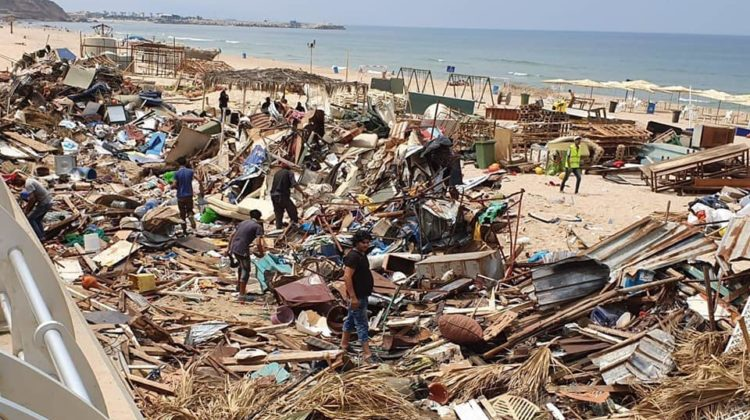 Beirut Municipality Removing Violations on Ramlet el Bayda Beach
